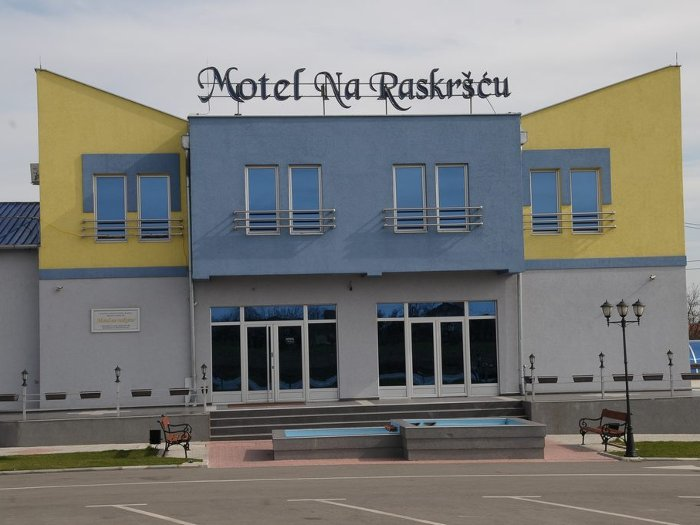 RESTAURANT WITH ACCOMODATIONS M NA RASKRSCU Renting halls Smederevo - Photo 1