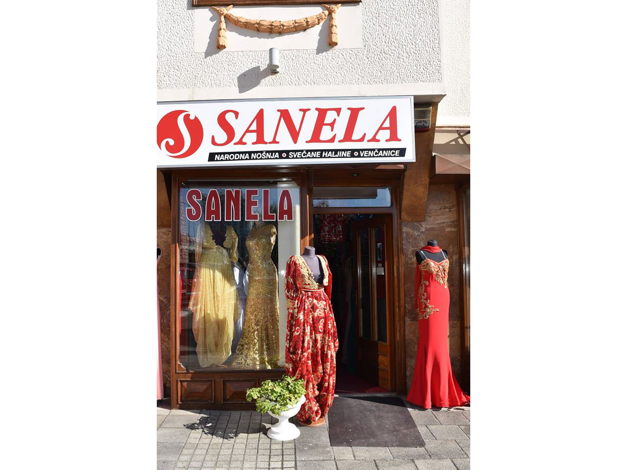SALOON WEDDING DRESS AND TRADITIONAL COSTUMES SANELA Boutiques Novi Pazar - Photo 1