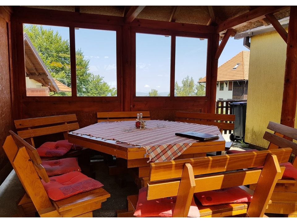 VILLA SNOW QUEEN AND RESTAURANT OVAL Private accommodation Zlatibor