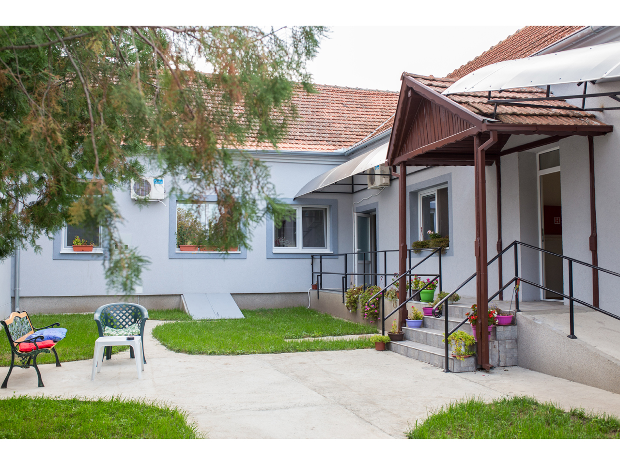 HOME FOR ELDERS AND OLD PEOPLE HOME STARCEVIC Adult care home Zrenjanin - Photo 1