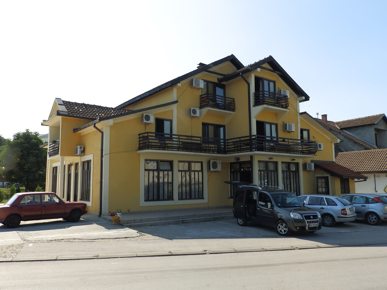 RESTAURANT AND ACCOMMODATION GOLDEN HEAVEN Accommodation Obrenovac - Photo 2