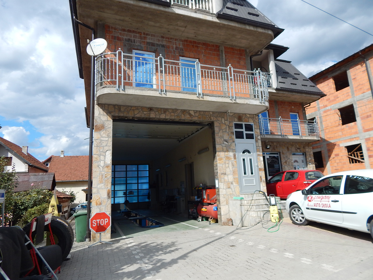DRIVING SCHOOL  TEHNICAL INSPECTION AND TRUCK SALES  VAP Apartments Ivanjica - Photo 2